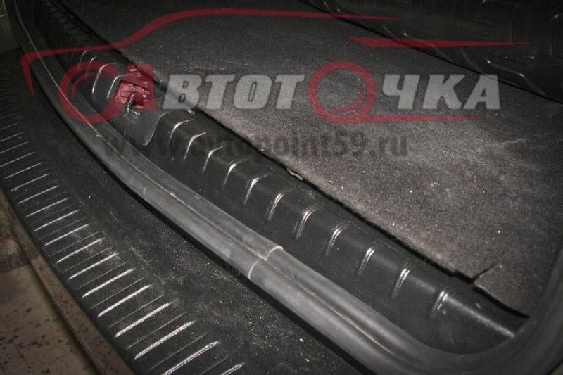 Накладка в проем багажника Рено Дастер | Renault Duster