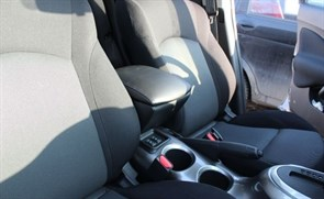 Подлокотник на Nissan Juke