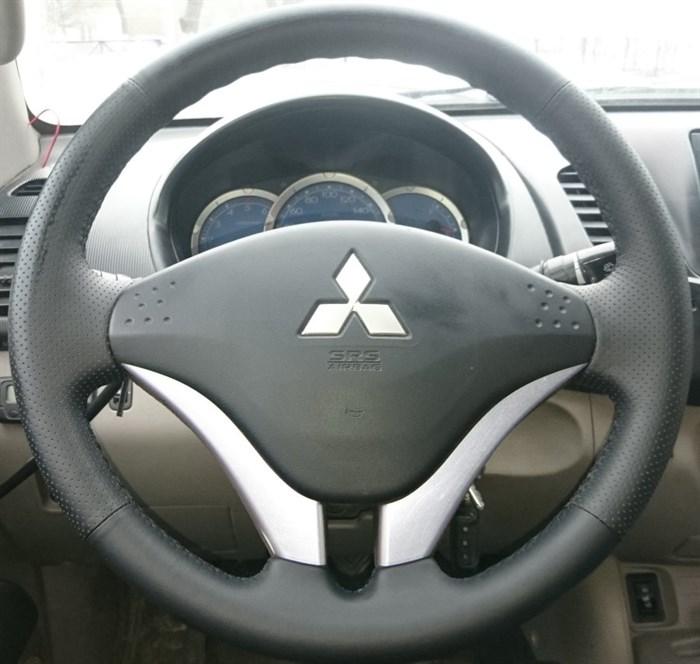 Оплетка на руль из натуральной кожи Mitsubishi L-200 IV 2006-2014 - фото 10960